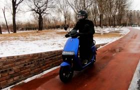 风趣又有料九号电动摩托车E100轻体会